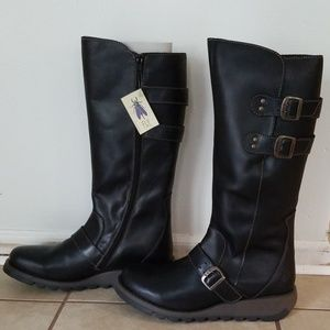 Nwt FLY LONDON Leather Boots Size 41